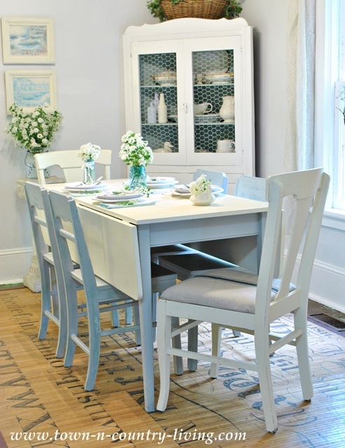 Decorating with white in farmhouse dining room