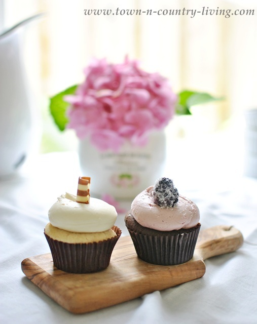 Cupcakes on a Farmhouse Table - www.town-n-country-living.com