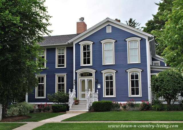 Purple home in the historic district of Naperville, Illinois