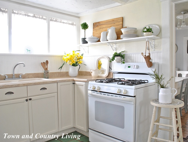 shelves in kitchen instead of cabinets summer farmhouse decorating tips town amp country living 9284