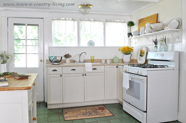 Cottage Style Farmhouse Kitchen via Town and Country Living