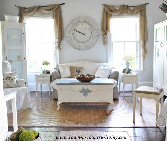 Simple decorating ideas on a budget town country living for Minimalist country decor