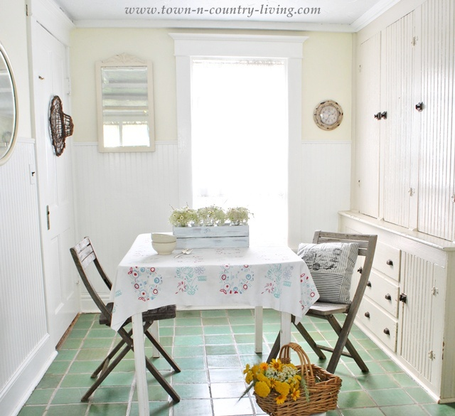 Cottage Style Breakfast Nook - Town and Country Living
