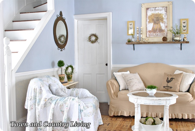 Cottage Style Decorating in a Farmhouse via Town and Country Living