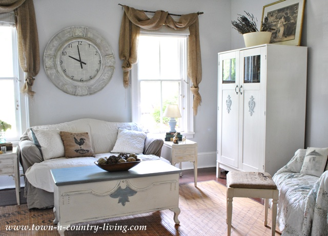 Farmhouse family room at Town and Country Living
