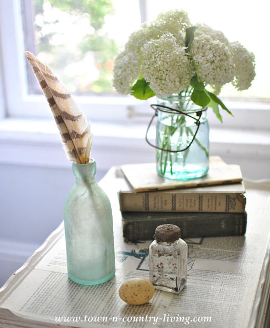 Tabletop Vignette on a budget at Town and Country Living blog