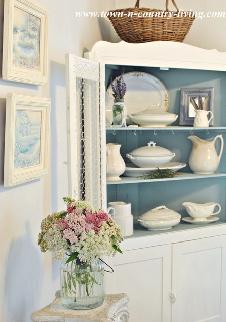 Summer Decorating Ideas for the Dining Room via Town and Country Living
