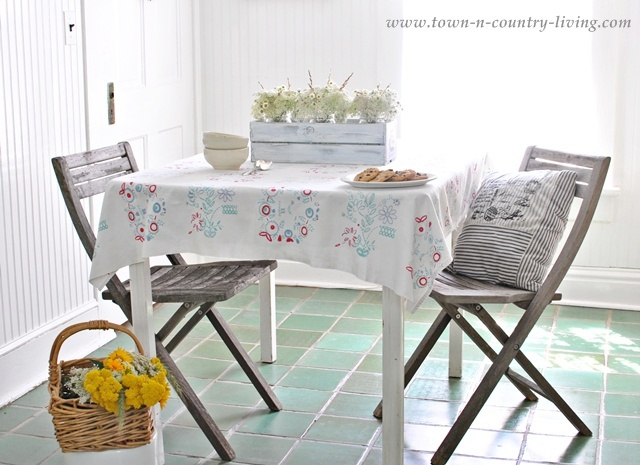 Cottage Style Breakfast Nook