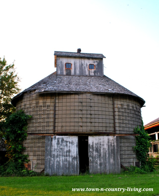 Cement Corn Crib in Illinois via Town and Country Living