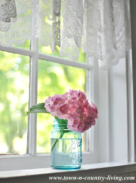 Pink Hydrangea in a blue Ball mason jar via Town and Country Living