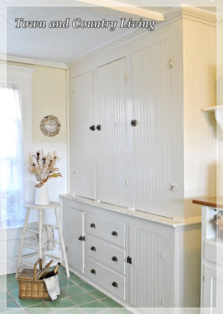 Built-in kitchen cabinet via Town and Country Living