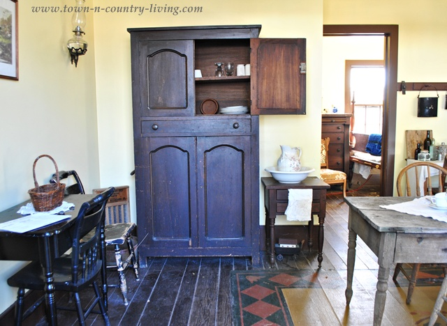 Country Hutch at Ohio Village via Town and Country Living