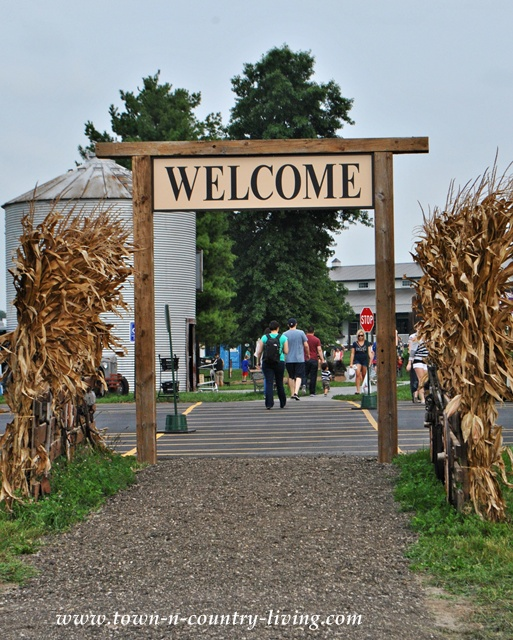 Welcome sign at Kuiper's Family Farm in Illinois