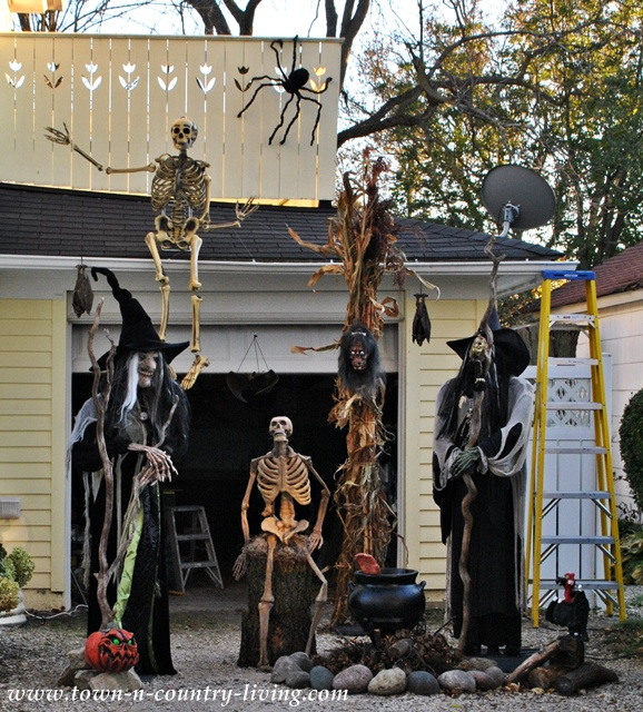 Halloween decor in my hometown via Town and Country Living