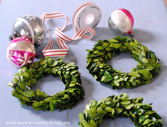 Supplies for boxwood wreath hanging