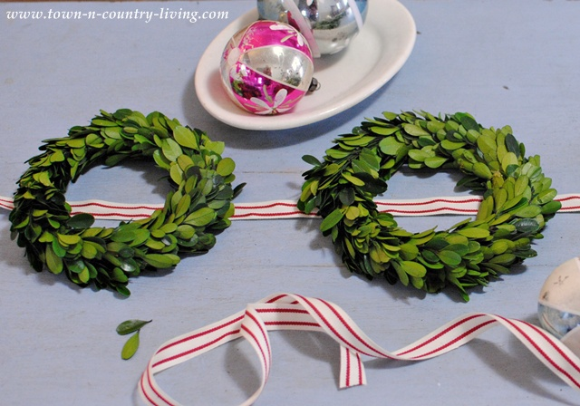 How to make a boxwood wreath door hanging