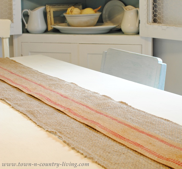How to create a table runner via Town and Country Living