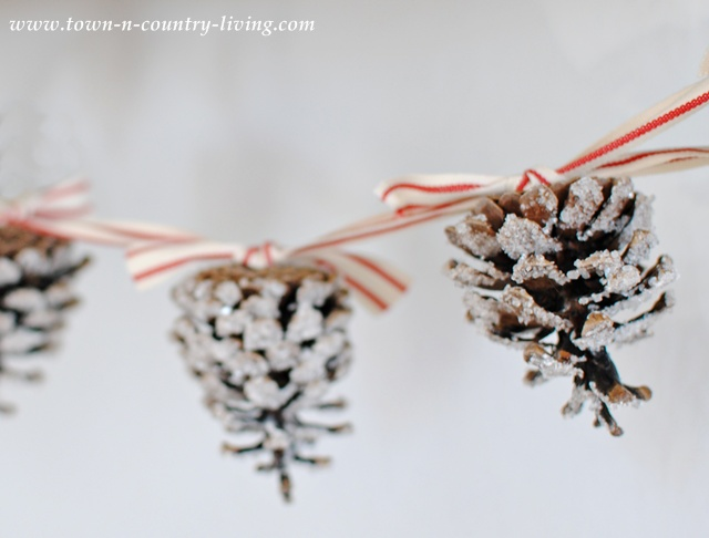How to make a pine cone garland for Christmas