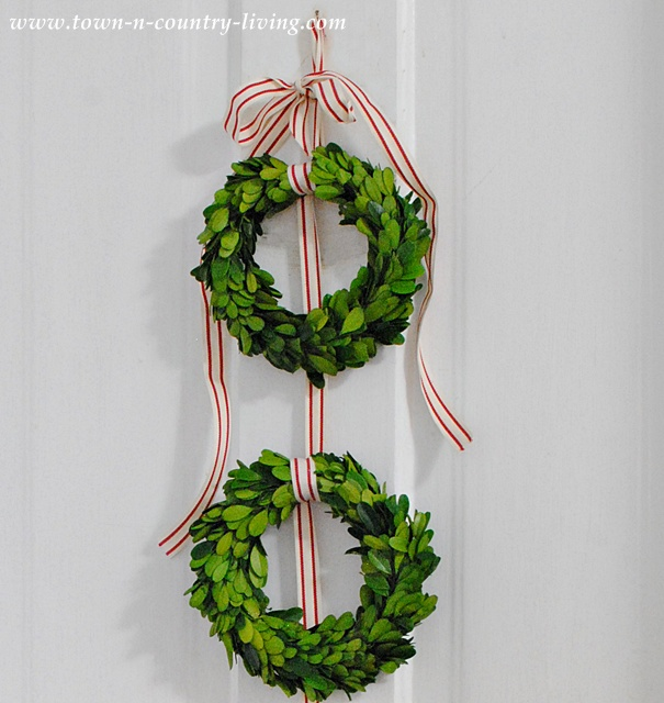 DIY Christmas decor - boxwood wreath door hanging