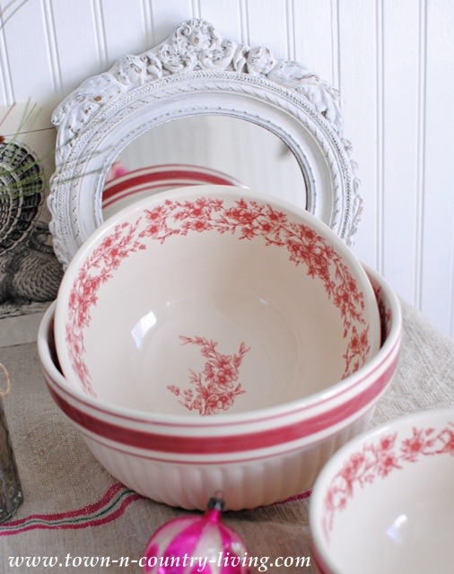 Nesting Christmas Bowls via Town and Country Living