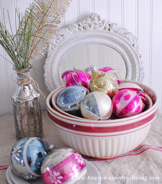 Vintage Christmas ornaments in nesting bowls via Town and Country Living