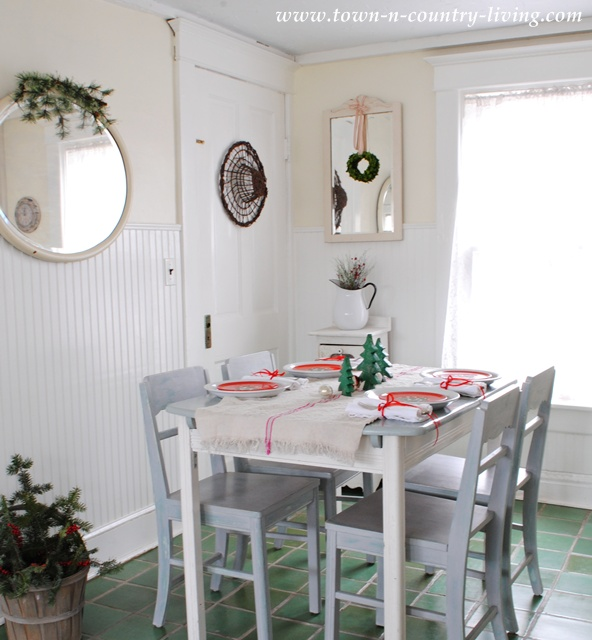 Farmhouse Christmas Kitchen Nook