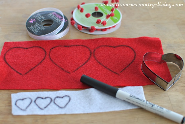 How to make a felt Valentine's banner
