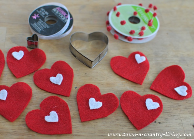 DIY Tutorial for making a felt Valentine's banner
