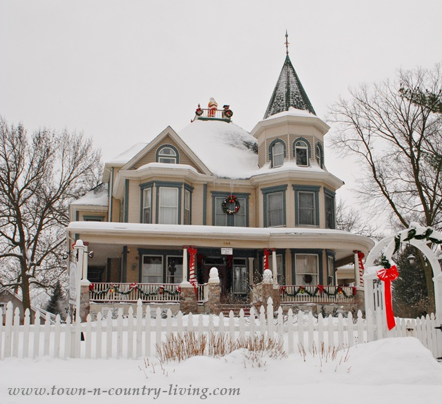 Royal Victorian Manor Bed and Breakfast in Woodstock, IL