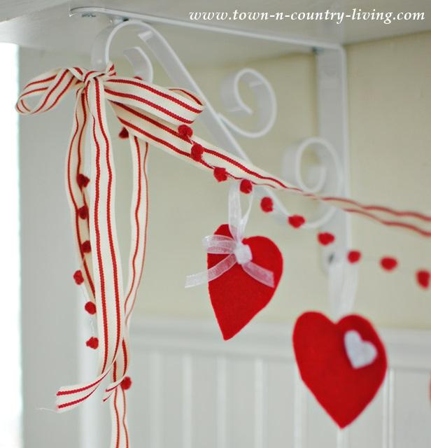 Felt Heart Valentine's Banner Tutorial