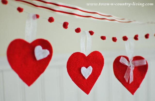 DIY Felt Heart Valentine's Banner