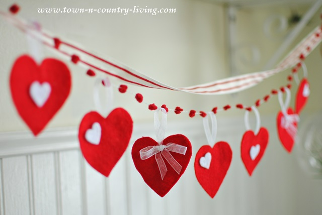 How to make a felt heart Valentine's banner