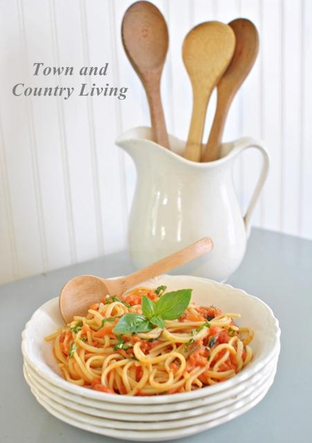 Spaghetti with Tomato Basil Sauce