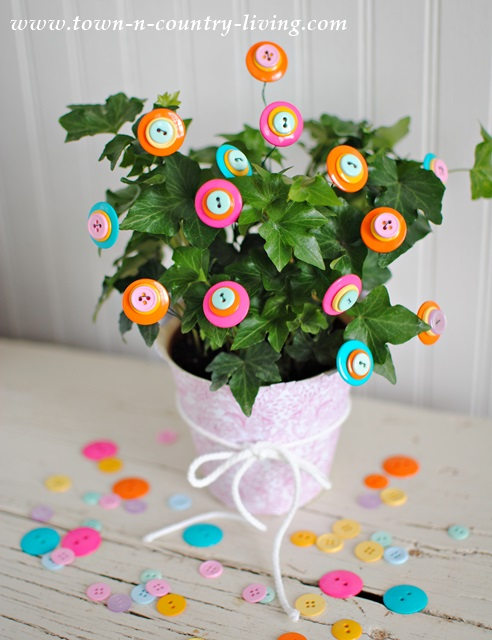 How to make button flowers via Town and Country Living