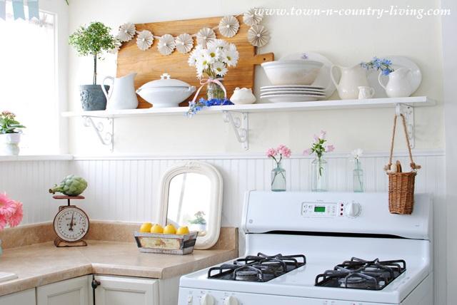 Open-Shelving-in-Farmhouse-Kitchen