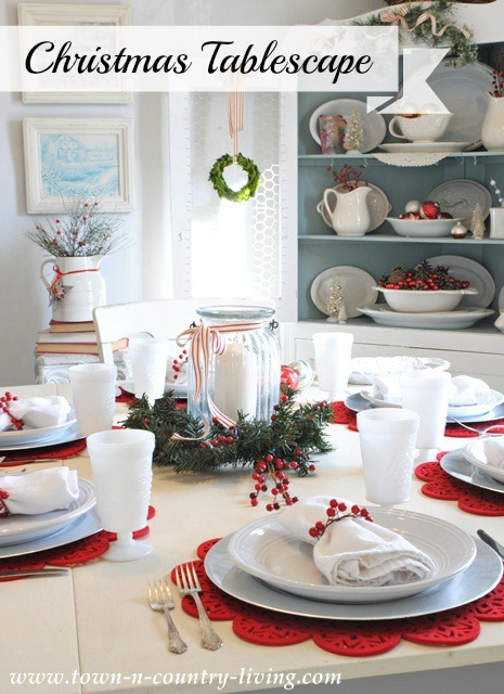 A week of pretty tablescapes town country living for Country living christmas table settings