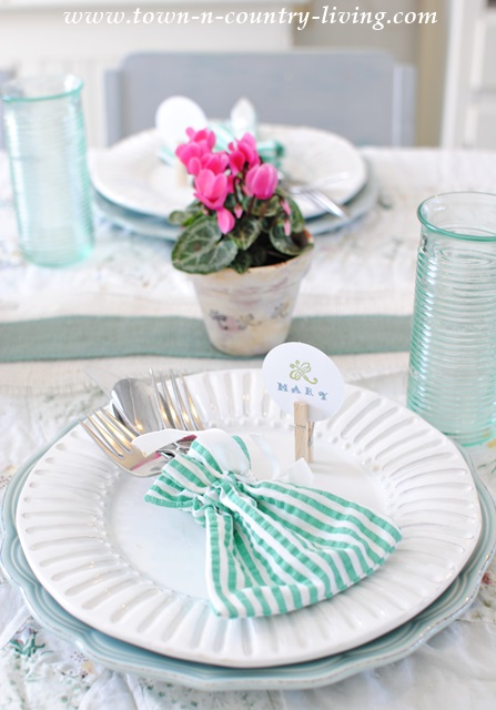 Cottage Style Effortless Spring Tablescape