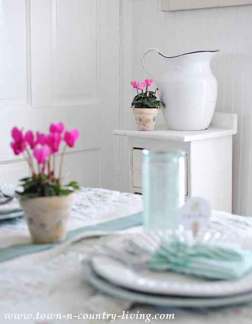 Cottage Style Spring Tablescape in Farmhouse Kitchen