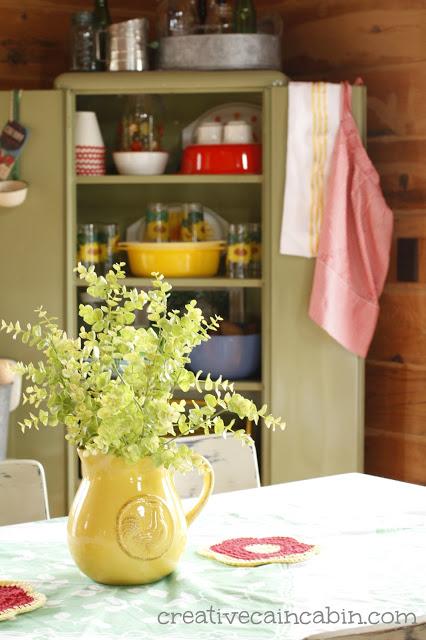 Creative-Cain-Cabin-Dining-Corner