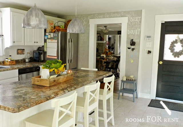 Charm Cottage Style Traditional Kitchen