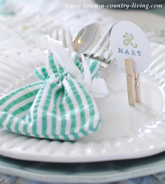 DIY Place Cards with Wooden Clothespin