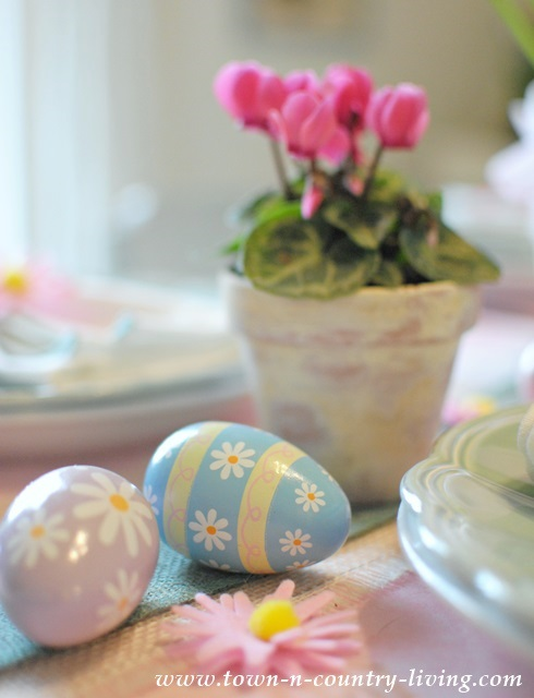 Spring-Table-Decor with painted wooden eggs