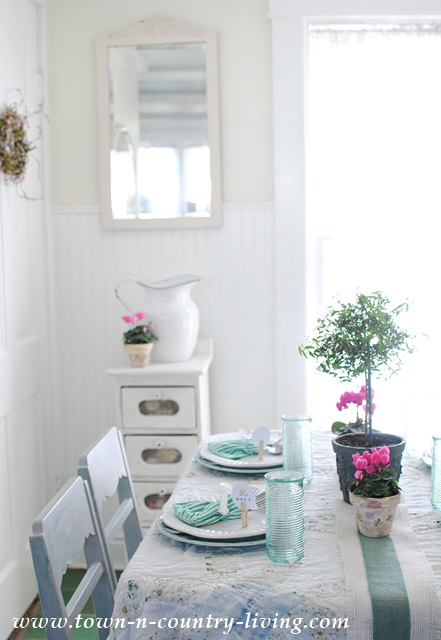 Spring Tablescape in a Farmhouse Cottage Kitchen