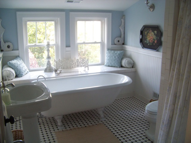 Charming Shabby Cottage Bathroom with Claw Foot Tub