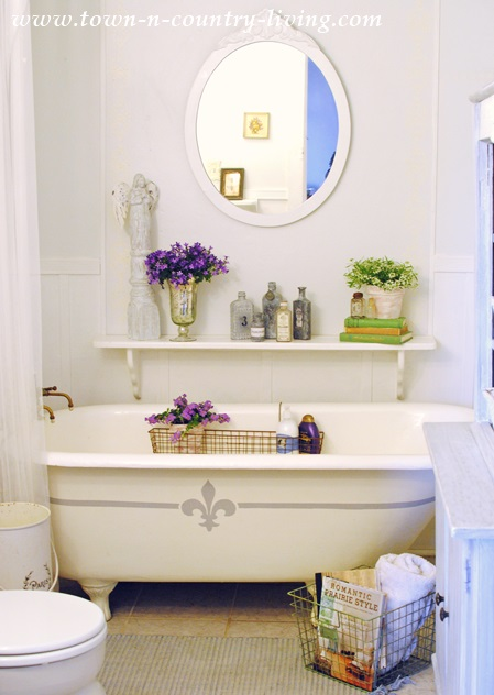 French Style Farmhouse Bathroom
