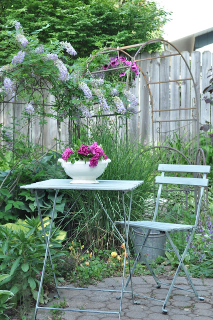 Outdoor Living Garden Space at Jennifer Rizzo's