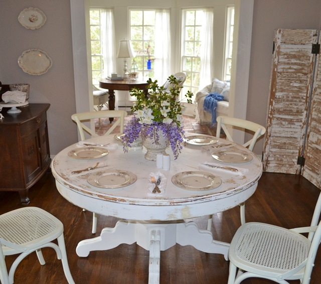 Cottage Dining Room: Charming Shabby Cottage Home Tour