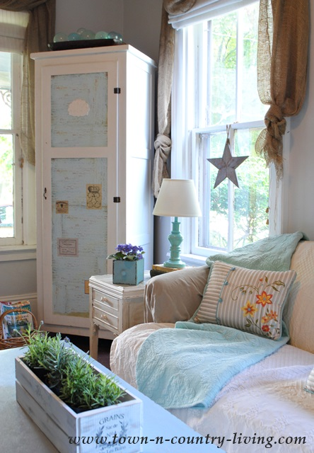Country Style Decorating in a Family Room