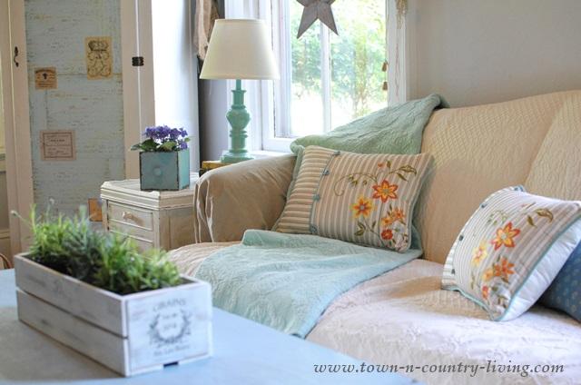 Aqua Freshens a Family Room for Summer