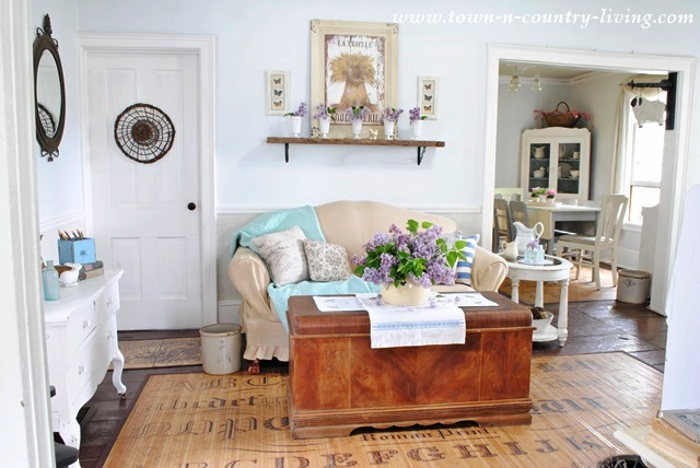 Summer in Cottage Style Living Room